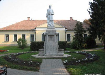 Heves I.vh emlékmű 2007.08.21. küldő-kalyhas