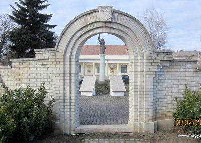 Heves II. világháborús emlékmű 2019.02.13. küldő-kalyhas (1)
