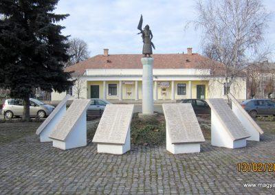 Heves II. világháborús emlékmű 2019.02.13. küldő-kalyhas (3)