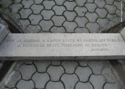 Heves II.vh emlékmű 2007.08.21. küldő-kalyhas (1)