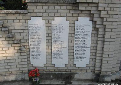 Heves II.vh emlékmű 2007.08.21. küldő-kalyhas (2)
