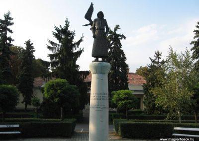 Heves II.vh emlékmű 2007.08.21. küldő-kalyhas (3)