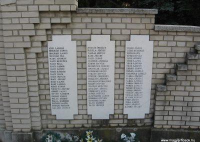 Heves II.vh emlékmű 2007.08.21. küldő-kalyhas (4)