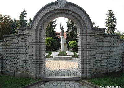 Heves II.vh emlékmű 2007.08.21. küldő-kalyhas