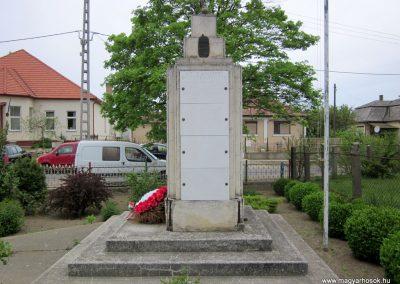 Hodász világháborús emlékmű 2014.04.25. küldő-kalyhas (10)