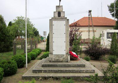 Hodász világháborús emlékmű 2014.04.25. küldő-kalyhas (6)