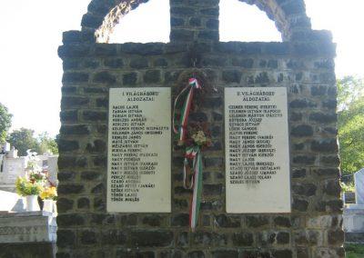 Hollókő világháborús emlékmű 2008.08.18. küldő-Mónika39 (1)