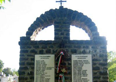 Hollókő világháborús emlékmű 2008.08.18. küldő-Mónika39 (2)