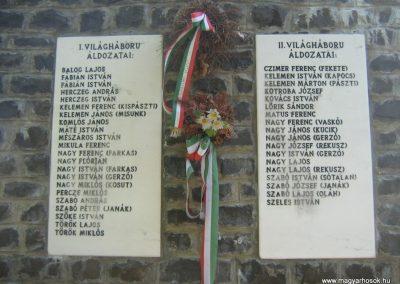 Hollókő világháborús emlékmű 2008.08.18. küldő-Mónika39 (3)