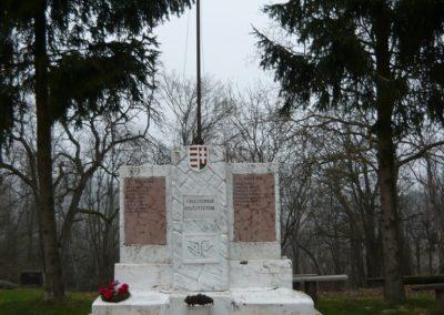 Homokkomárom I.vh emlékmű 2009.01.01.küldő-Sümec (1)