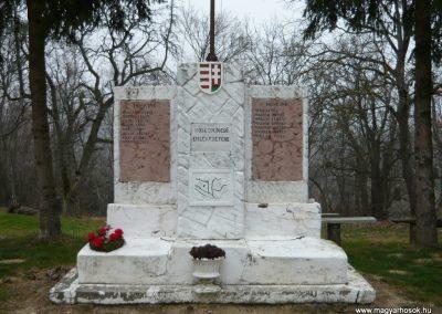 Homokkomárom I.vh emlékmű 2009.01.01.küldő-Sümec (2)