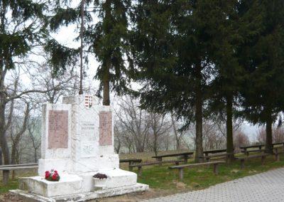 Homokkomárom I.vh emlékmű 2009.01.01.küldő-Sümec
