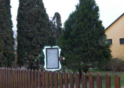 Homokkomárom II.vh emlékmű 2009.01.01.küldő-Sümec
