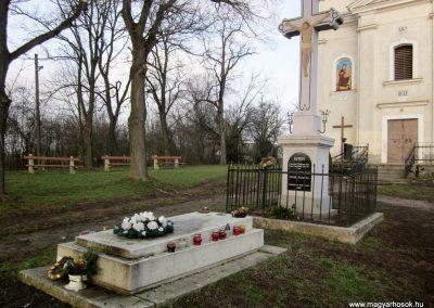 Homrogd világháborús emlékmű 2014.02.15. küldő-kalyhas (6)