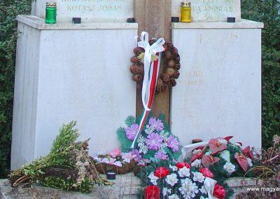 Hontfüzesgyarmat világháborús emlékmű 2008.12.05. küldő-Pfaff László, Rétság (2)