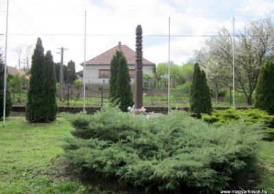 Horpács világháborús emlékmű 2012.04.25. küldő-kalyhas (6)