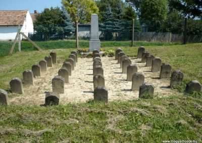 Horvátkút I.vh emlékmű katonasírokkal 2010.08.12. küldő-Sümec (6)