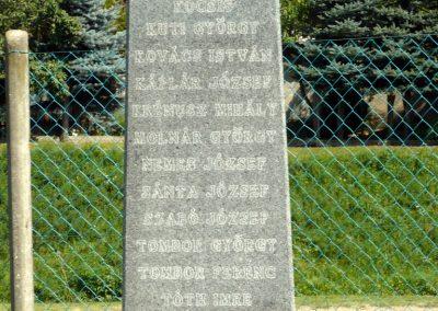 Horvátkút I.vh emlékmű katonasírokkal 2010.08.12. küldő-Sümec (8)