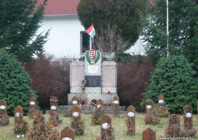 Hosszuvölgy világháborús emlékmű 2009.01.01.küldő-Sümec (1)
