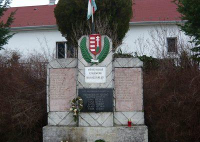Hosszuvölgy világháborús emlékmű 2009.01.01.küldő-Sümec (2)