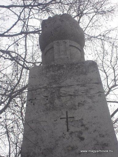 III. kerület Békásmegyer-ófalu Hősi emlékmű 2008.04.03.küldő-Huszár Peti (1)