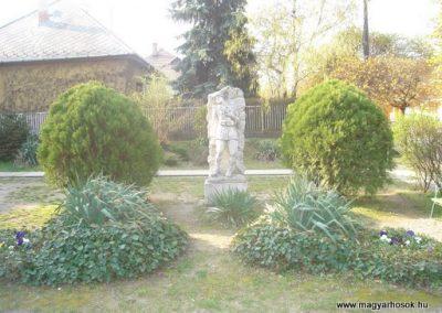 III. kerület Csillaghegy Világháborús emlékmű 2008.04.03.küldő-Huszár Peti