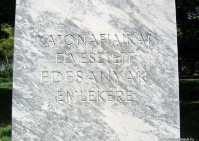 IX. kerület Mester és Haller út sarok. Katonafiaikat elvesztett édesanyák emlékműve (4)