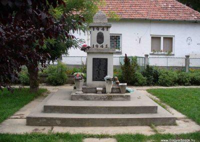 Igar II.világháborús emlékmű 2007.08.21. küldő-Hunmi