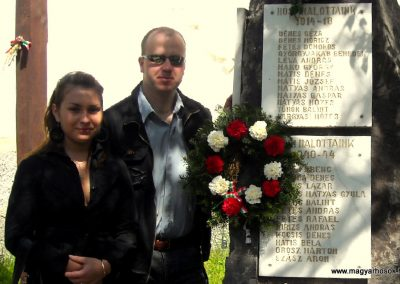 Ikafalva Hősi emlékmű 2009.05.24. küldő-Szőcs Csongor (1)