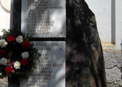 Ikafalva Hősi emlékmű 2009.05.24. küldő-Szőcs Csongor