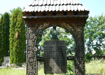 Imecsfalva világháborús emlékmű 2009.08.22.küldő-Ágca (1)