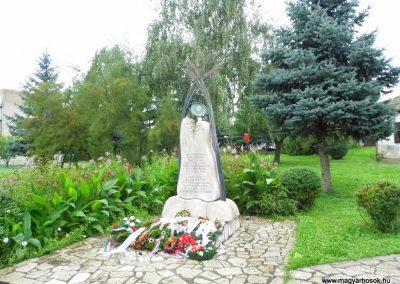 Ipolyság hősi emlékmű 2014.09.17. küldő-méri (3)