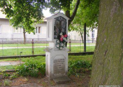 Ipolyszalka, templomkert I. világháborús emlékhely 2013.05.26. küldő-Méri (2)
