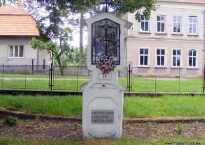 Ipolyszalka, templomkert I. világháborús emlékhely 2013.05.26. küldő-Méri (5)