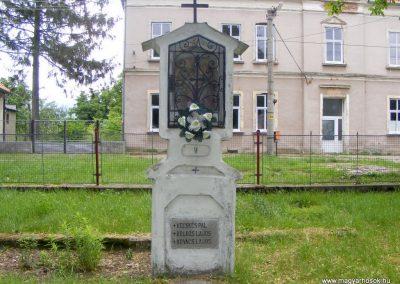 Ipolyszalka, templomkert I. világháborús emlékhely 2013.05.26. küldő-Méri (6)