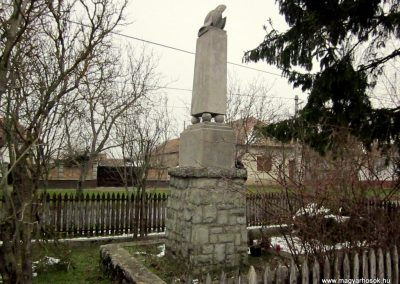 Ipolytölgyes világháborús emlékmű 2013.03.18. küldő-kalyhas (3)
