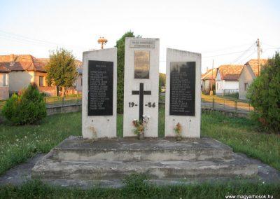 Ipolytarnóc világháborús emlékmű 2009.07.20. küldő-kalyhas (1)