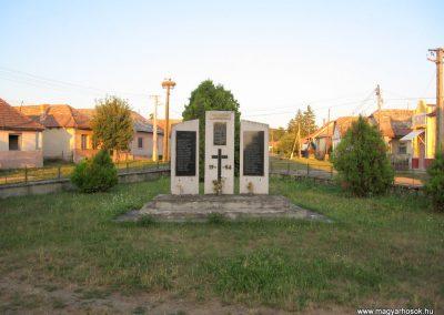 Ipolytarnóc világháborús emlékmű 2009.07.20. küldő-kalyhas
