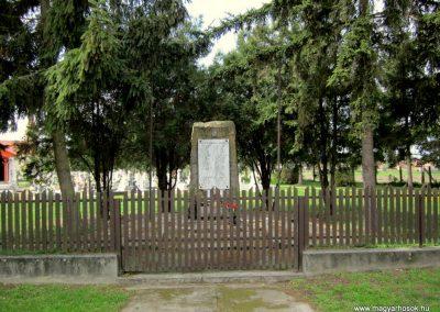 Ipolyvece világháborús emlékmű 2012.04.25. küldő-kalyhas (1)