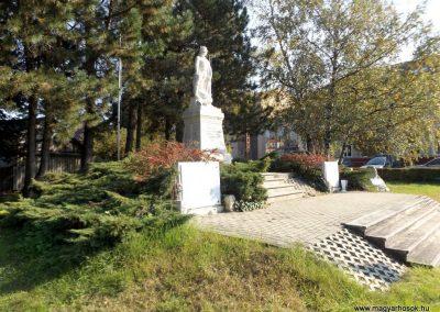Isaszeg világháborús emlékmű 2015.10.31. küldő-kalyhas (10)