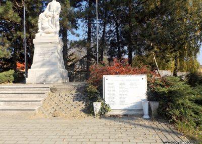 Isaszeg világháborús emlékmű 2015.10.31. küldő-kalyhas (13)