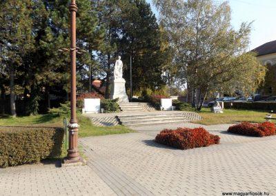 Isaszeg világháborús emlékmű 2015.10.31. küldő-kalyhas (15)