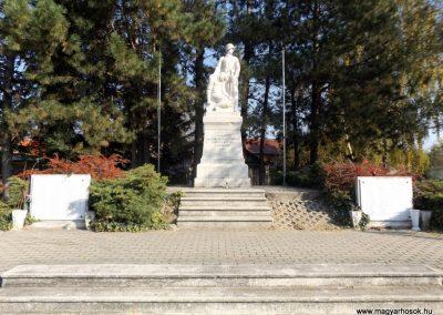 Isaszeg világháborús emlékmű 2015.10.31. küldő-kalyhas (2)