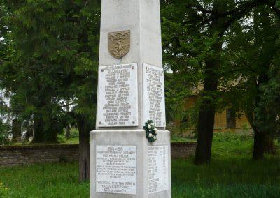 Istvándi világháborús emlékmű 2009.04.21.küldő-Sümec (8)