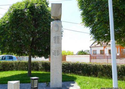 Iszkaszentgyörgy világháborús emlékmű 2014.06.09. küldő-Méri (3)