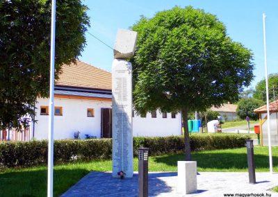Iszkaszentgyörgy világháborús emlékmű 2014.06.09. küldő-Méri (5)