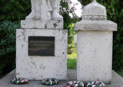 Isztimér világháborús emlékmű 2010.07.17. küldő-Mimóza (2)