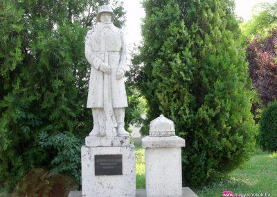 Isztimér világháborús emlékmű 2010.07.17. küldő-Mimóza