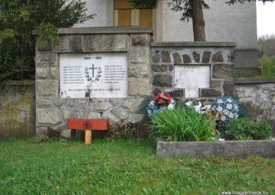 Ivád világháborús emlékmű 2008.04.22.küldő-Kályhás (1)