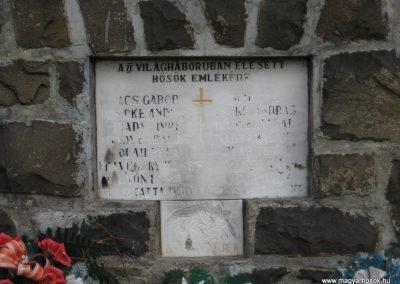 Ivád világháborús emlékmű 2008.04.22.küldő-Kályhás (3)